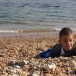 Praia de pedrinha na Inglaterra